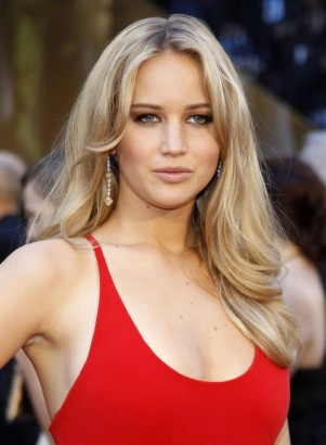 jennifer-lawrence-pose-a0447-751x1024